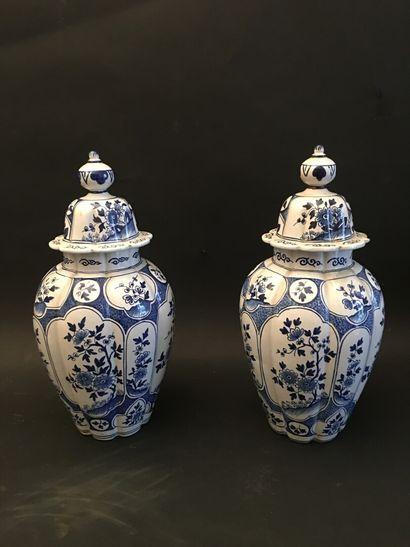 Deux grands vases balustre couverts en faïence...
