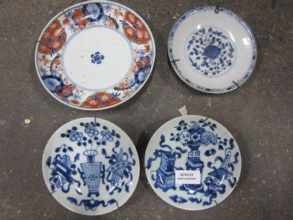 Quatre coupelles en porcelaine de Chine,...