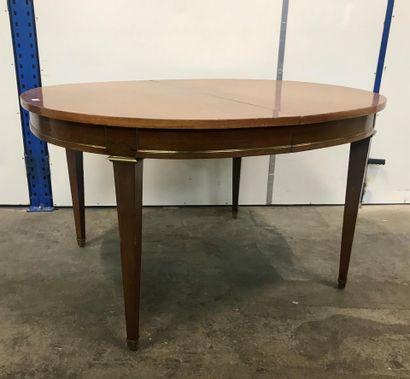 Table de salle à manger ovale, en acajou...
