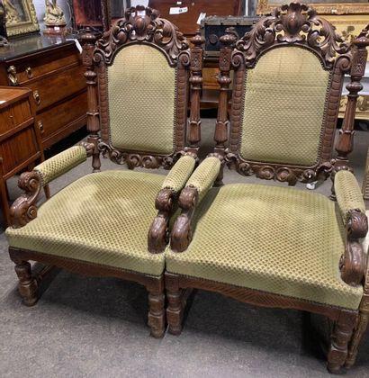Paire de fauteuil en bois naturel mouluré...