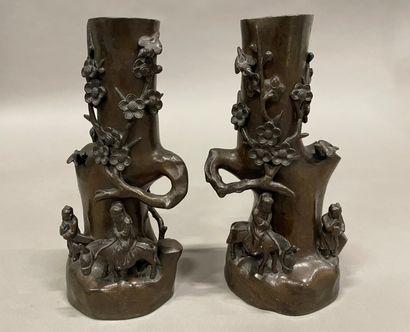 Chine, XXème siècle  paire de vases en bronze...