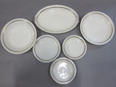 Service de table en porcelaine blanche à...