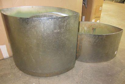 Piètement de tanle en métal chromé en forme...