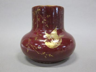 Clément MASSIER  Vase à décor d'oiseaux sur...