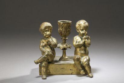 Petit flambeau en bronze doré à décor d'un...