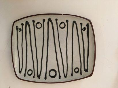 Plat en céramique émaillé blanc et noir,...