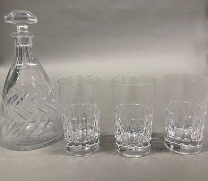 Trois verres en cristal taillé attribués...