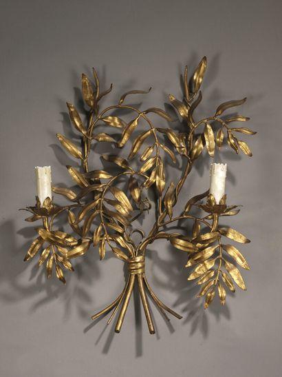Rings (in the taste of)  Wall lamp of laurel...