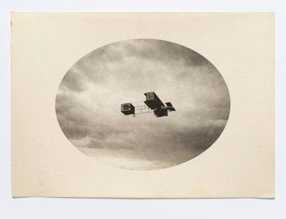 Lucien Loth (1885-1978)  Paulhan sur biplan,...