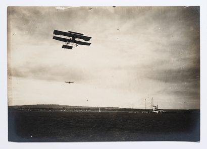 Lucien Loth (1885-1978)  Avions survolant...