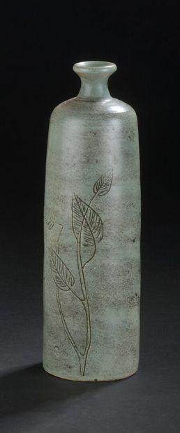Jacques BLIN (1920-1995)  Bouteille en céramique à corps tubulaire  épaulé et petit...