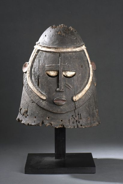 Heaume Igala, Nigeria  Bois à patine brune,...