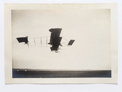Lucien LOTH (1885-1978)  Biplan au décollage ou à l'atterissage  Semaines d'aviation...