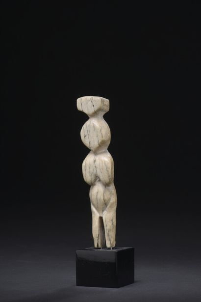 Statuette Inuit (?), Alaska  Ivoire marin...