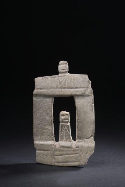 Temple à deux colonnes  Un personnage se...