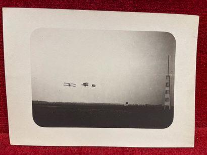 Lucien LOTH (1885-1978)  Avion qui vire à la tour de contrôle, en 1909  Première...