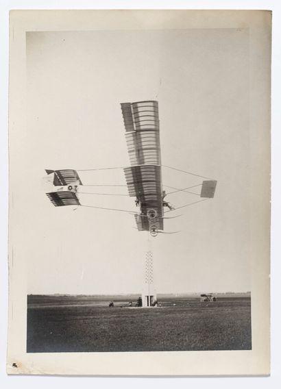 Lucien LOTH (1885-1978)  Avion qui vire à...