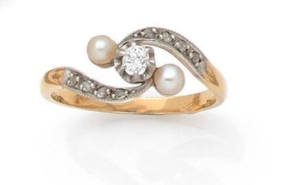 Antique ring set with a brilliant between...