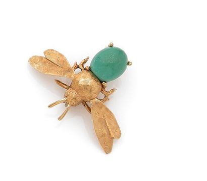 Small bee-shaped brooch in amati yellow gold....