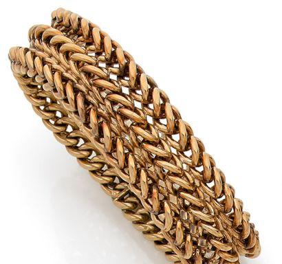 Triple chain ribbon bracelet in yellow gold....