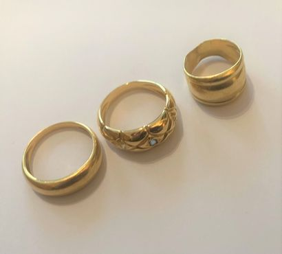 18K (750) yellow gold set with three rings,...