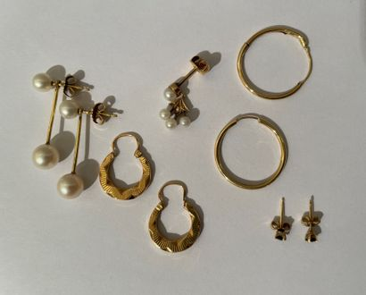 Lot of gold jewelry: Pendants, earrings and...