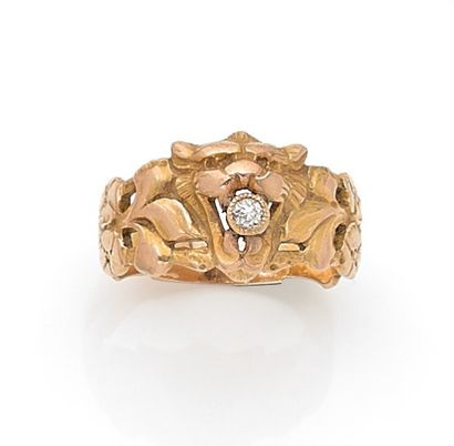 Yellow gold lion head ring holding a brilliant in its mouth.  Weight: 6.4 g.