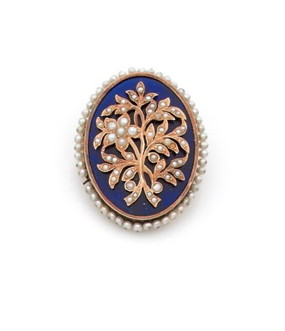 Oval brooch pendant adorned with a bouquet of flowers in gold paved with half pearls...