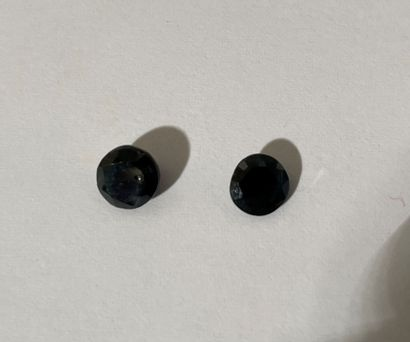 Set of two round sapphires.  Weight: 0.91...