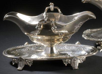 Silver gravy boat of oval shape on piedourcje,...