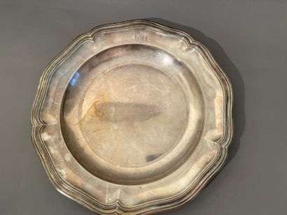 Hollow dish in silver with contours of threads,...
