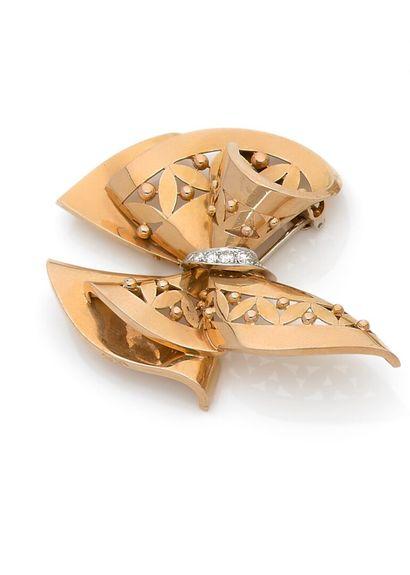 REGNER Paris - Ribbon brooch tied in yellow...