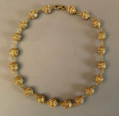 Necklace of twenty yellow gold filigree balls.  Weight: 50 g. - L. : 43 cm