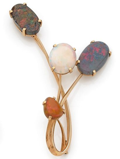 Bouquet brooch decorated with opal cabochons...