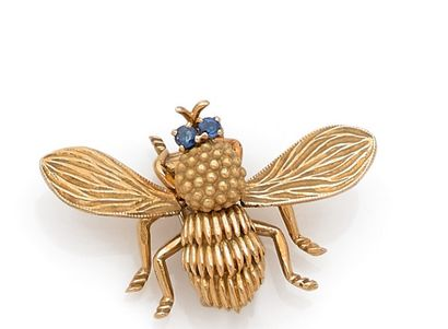 Bee brooch in yellow gold, the eyes adorned...