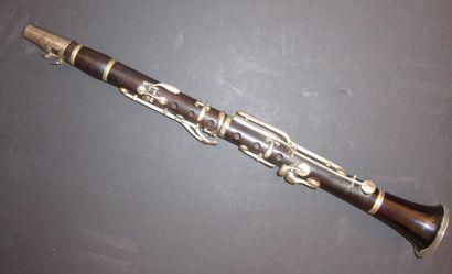 Clarinette en palissandre porte la marque...