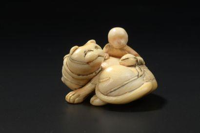JAPON - XVIIIe siècle  Netsuke en ivoire,...