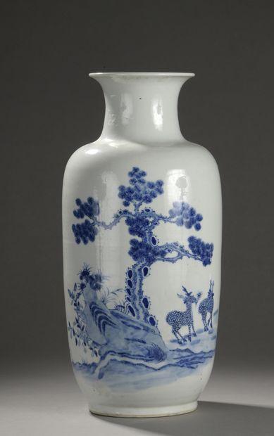 CHINE - XIXe siècle  Vase de forme cylindrique...