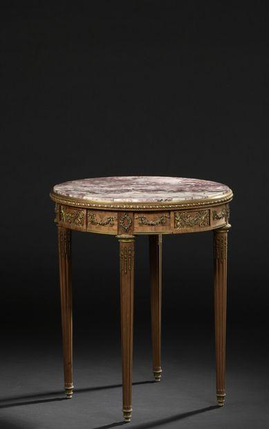 Table circulaire en bois de rose, bois de...