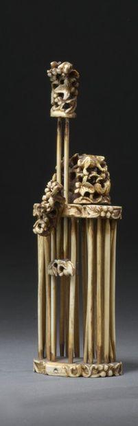 CHINE, Canton - XIXe siècle  Cage à grillon...