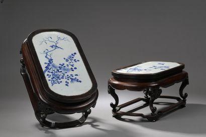CHINE - Vers 1900  Paire de petites tables...