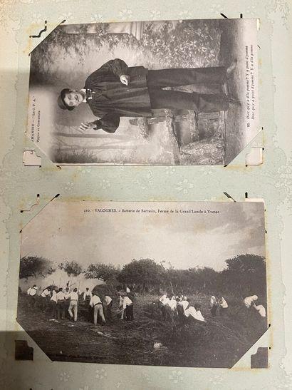 Un album de cartes postales de Normandie,...