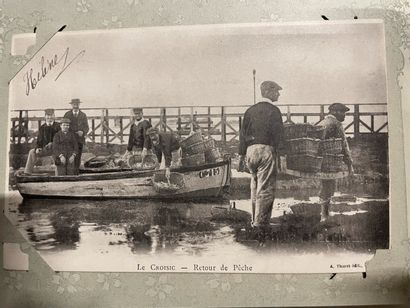 Un album de cartes postales de Bretagne et...