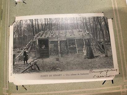 Un album de cartes postales anciennes en...