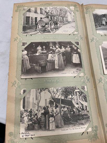 Un album de cartes postales anciennes du...