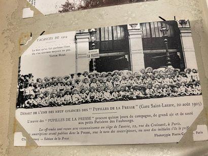 Un album de cartes postales anciennes françaises...