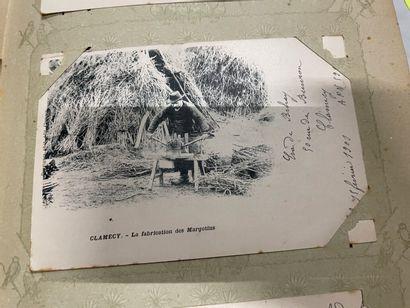 Un album de cartes postales d'Auvergne, de...