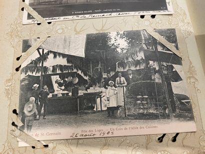Un album de carte postales anciennes de Versailles,...