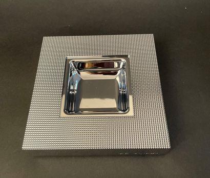 S.T.DUPONT  Cendrier carré en métal à motif...