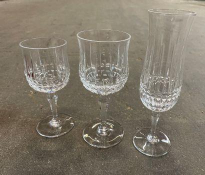 Partie de service de verres en cristal Saint...